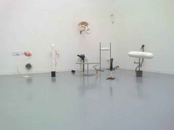 """Fragment wystawy """"Nowa rzeźba?"""". Zachęta, 2012"""